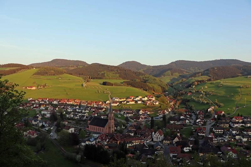 oberharmersbach-dorf-katzenhalde
