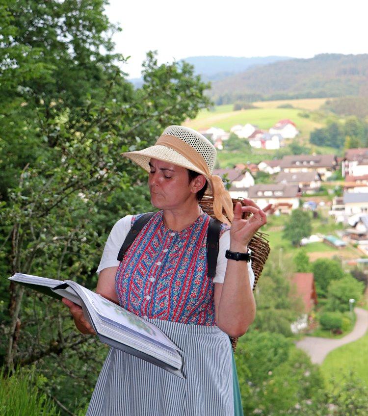 michas-welt-caecilia-kraeuterwanderung-hexenwanderung-oberharmersbach
