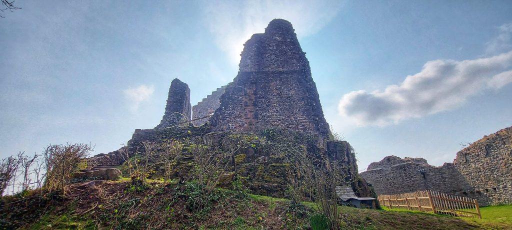 Aufstieg zur Burgruine Hohengeroldseck